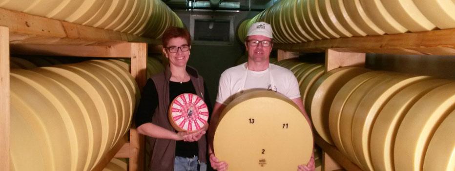 Guido und Monika (Käsekeller mit Käse, Tschifeler, Sbrinz)